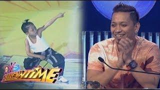 It's Showtime: Jhong napa-'Wow' at pinalakpakan ang kanyang Mini Me
