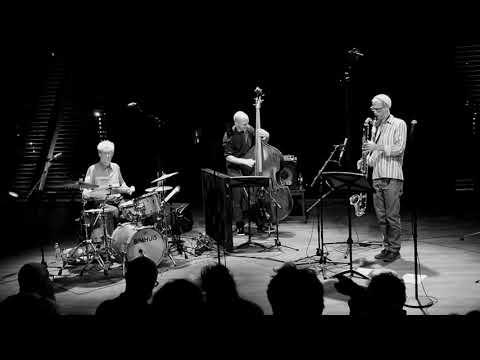 Almeida/Duynhoven/Klein play Verdes Anos live at the Bimhuis