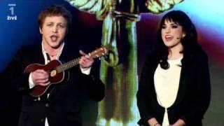 Tomáš Klus & Ewa Farna - sestřih úvodních písní (ceny Anděl 2010)