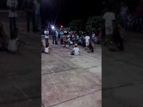 Meninos do CEJUPA Alto garças lutando capoeira.