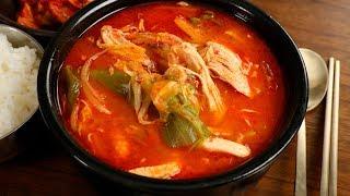 Spicy chicken & vegetable soup (Dakgaejang: 닭개장)