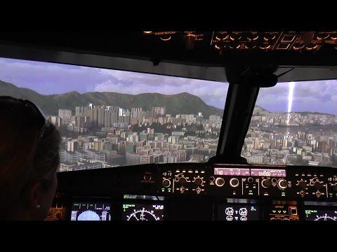Unsere Crew im Flugangst-Coaching gewinnt immer mehr Vertrauen in die Vorgänge im Cockpit. Die Bedienung der Flugzeugsteuerung und der Flugcomputer läuft immer routinierter, die Geräusche können zugeordnet werden und verursachen keine Angst mehr. So geht es auf zur ersten Kür – der Landung auf dem legendären alten Hongkong Airport Kai Tak :)  Flugangst-Coaching Anfragen unter tf@imcockpit.de
