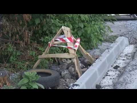 После ремонта дороги куряне не могут из своих дворов