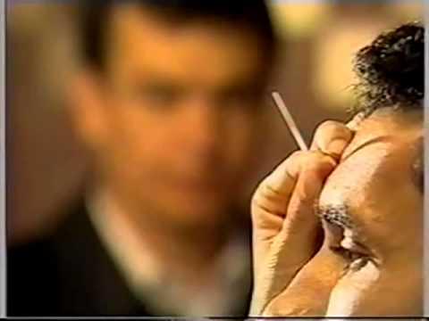 Dermatite de atopic de uma foto a mãos em adultos
