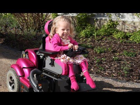 """Videoclip """"Stark mit Handicap- Juli führt ihren Rollstuhl vor"""""""