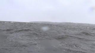 Экстримальный ход ПВХ лодки в Жестокий Шторм - река Енисей