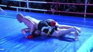 preview picture of video 'Mateusz Śniadała (Gimnazjon Apin Wyszków) - Michał Baranowski (Fight Academy Ostrołęka)'