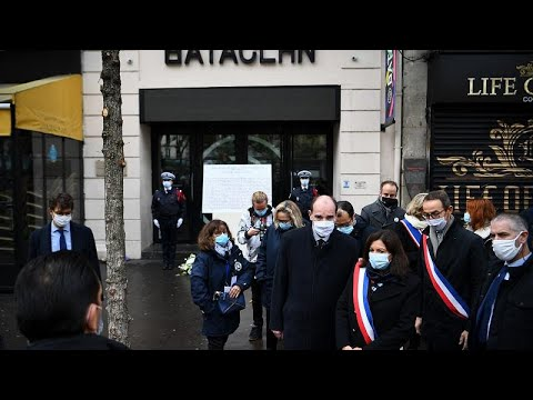 Η Γαλλία: απέτισε φόρο τιμής στα θύματα των τρομοκρατικών επιθέσεων της 13ης Νοεμβρίου 2015…