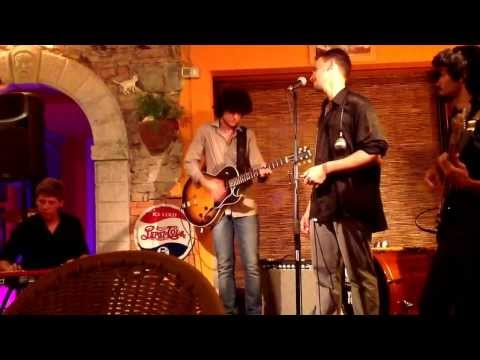 Blues Bones live