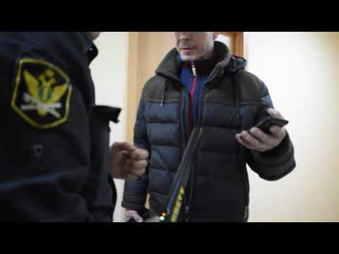 Граждане подают заявление на отмену судебного приказа в мировой суд
