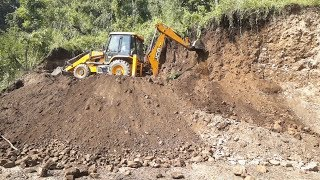 JCB DIGGER SCRATCHING HILL - JCB DOZER WORKING IN DIFFICULT PLACE - JCB VIDEO