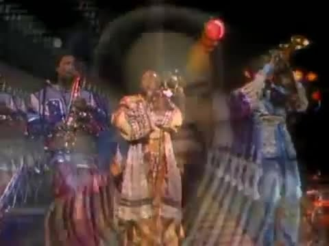 Earth Wind & Fire - Can't Hide Love