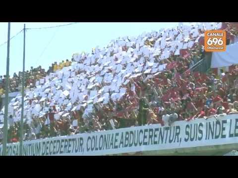 Benevento Avellino 2 1 il tifo sugli spalti del Vigorito