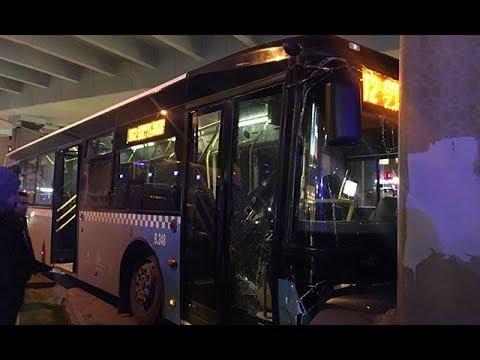 İstanbul da halk otobüsü köprü ayağına çarptı
