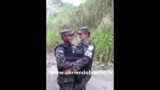Policías militares de Honduras se relajan con divertido baile