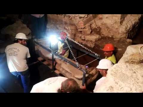 Traslado del sarcófago romano de Villamena
