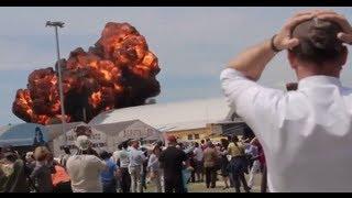 Смотреть онлайн Взрыв и падение самолета на авиашоу