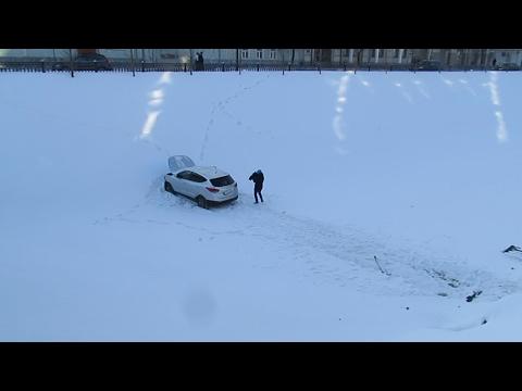 В центре Казани в результате ДТП иномарка автоледи вылетела в Булак