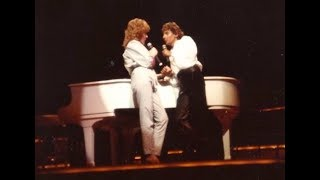WENDY BRADSHAW SINGS WITH BARRY    OCT 5, 1984