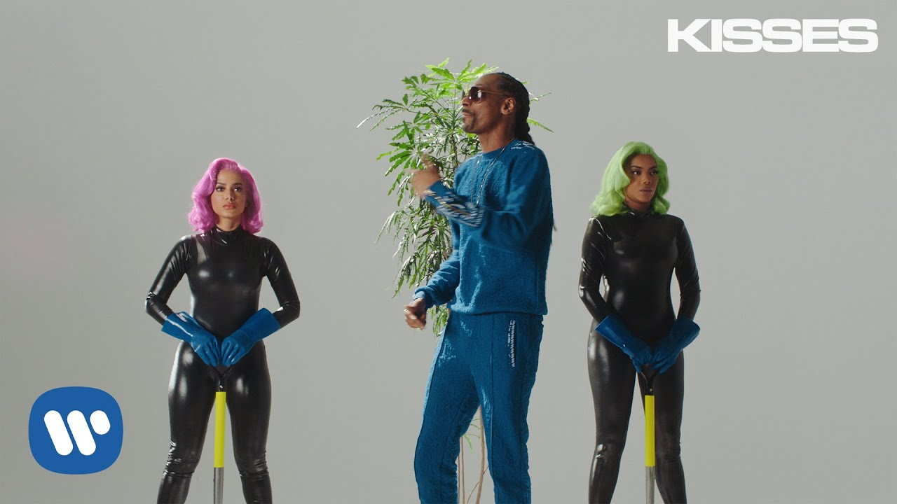 Anitta with Ludmilla and Snoop Dogg ft. Papatinho — Onda Diferente