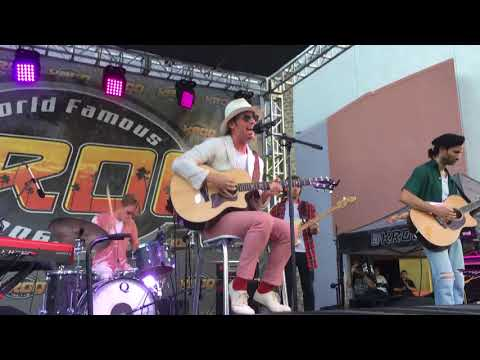 Foster The People -  Sit Next To Me Live KROQ