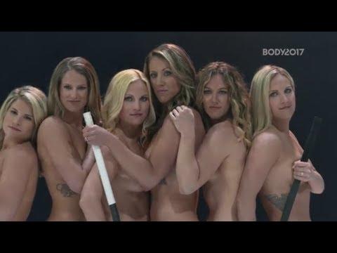 Девушки сборной США по хоккею сыграли на льду голышом (видео)