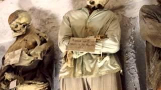 Смотреть онлайн Катакомбы с мумиями капуцинов в Сицилии