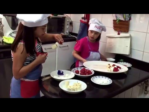 Watch video brochetas navideñas