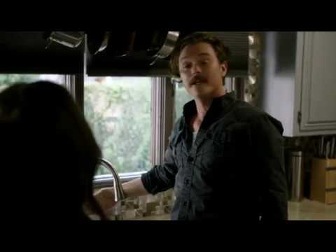 Lethal Weapon S02 Ep08 - Riggs, the master of sink repair (too)...