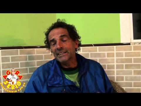 Zé do Pedal empurra cadeira de rodas  pelo Brasil