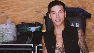 Whats In My Suitcase With Andy Black - Vans Warped Tour 2017