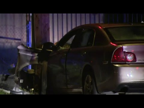 Police chase ends with driver crashing into pole in Warren