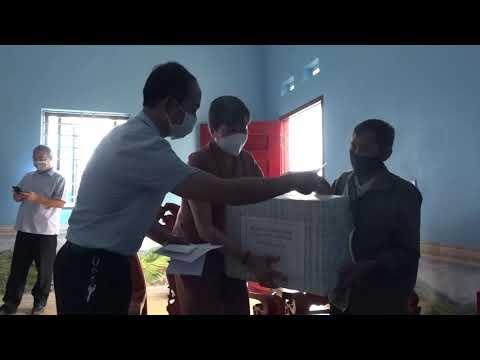 Đ/c Vũ Văn Cài thăm tặng quà các GĐCS