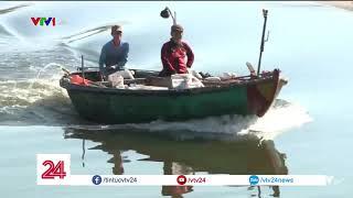 Lấy mẫu nước truy nguyên nhân bờ biển Đà Nẵng đen ngòm sau Tết | VTV24