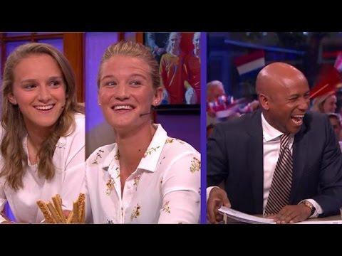 Een daverende verrassing voor de Oranje leeuwinnen - RTL LATE NIGHT