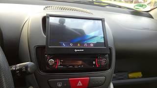 extrem preiswertes Autoradio mit Klappdisplay (Auna MVD-330)