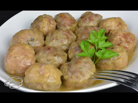 Albóndigas de carne muy jugosas con salsa de cebolla