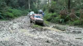 preview picture of video 'Wattos Toyota Landcruiser 4WD Muddy at Otways'