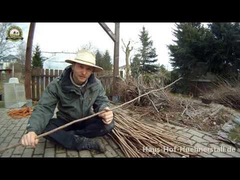 Flechtzaun selber machen - einfacher Gartenzaun aus Haselnuss