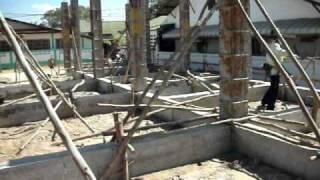 preview picture of video 'Preparing molds for concrete pillars at Soi 3/5 IUT Sakon Nakhon'