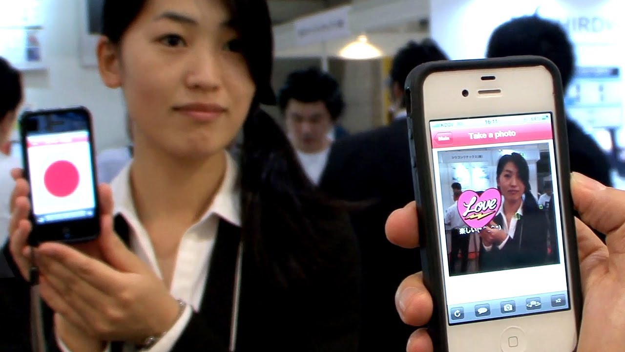 Casio's Camera App Lets You Share Messages Via Flashing Disco Lights