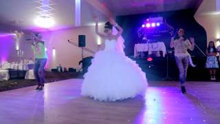 Танец невесты с подругами на свадьбе