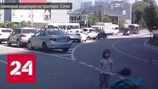 Родители выронили детей из багажника машины, пока ехали