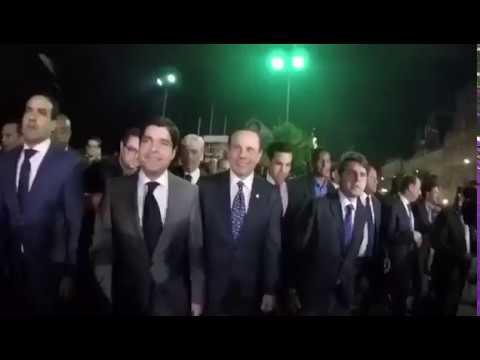 Prefeito João Doria é recebido com 'chuva de ovos' em Salvador