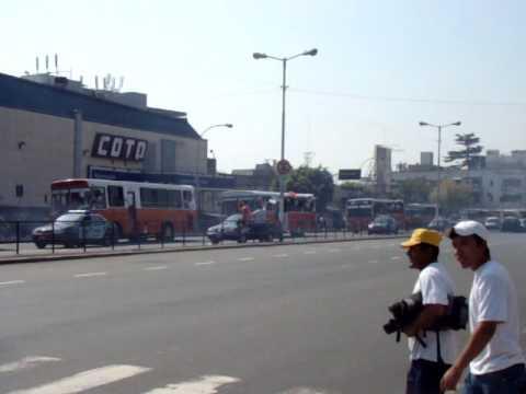 """""""Caravana al Bajo www.locosporelglobo.com.ar"""" Barra: La Banda de la Quema • Club: Huracán"""