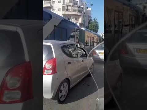 """סצנה ברחובות הערים החרדיות: רמקולים נגד """"מזימות הקורונה"""""""