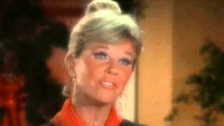 The Doris Day Show - Doris Days sings 'Silver Bells'