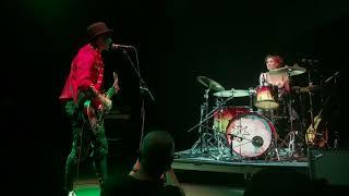 """The Dresden Dolls sing """"Blitzkrieg Bop"""""""