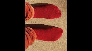 Coronavirus et chaussettes rouges