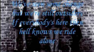 Franz Ferdinand- Outsiders w/ lyrics